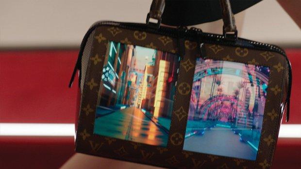 Louis Vuitton toont handtas met vouwbare schermen