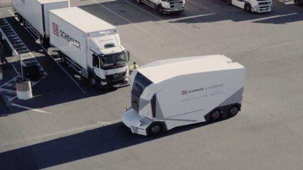 Zelfrijdende vrachtwagen met 5 km/u de weg op in Zweden