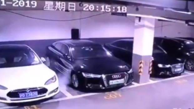 Tesla updatet auto's om te voorkomen dat ze in brand vliegen