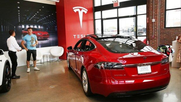 Oude, vervuilende zakelijke auto veel goedkoper dan schone Tesla