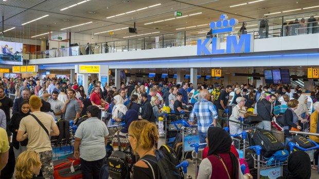 Oproep topman KLM: 'Vliegen is als drinken, doe het met mate'