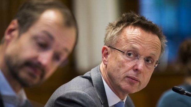Commissaris Paas: 'Zo snel mogelijk van het gas af, we zijn nog niet veilig'