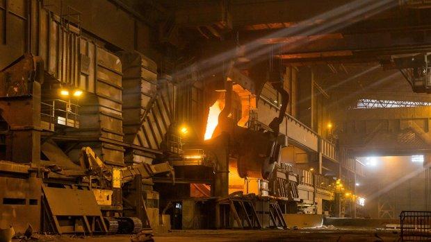 Koersval staalgigant ArcelorMittal na productieverlaging