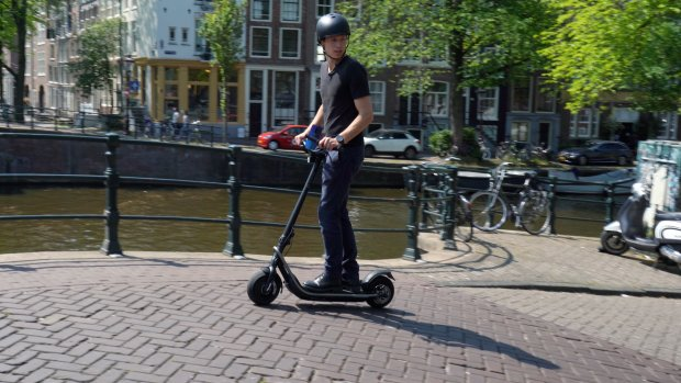 Review: deze elektrische step gaat 39 km/u