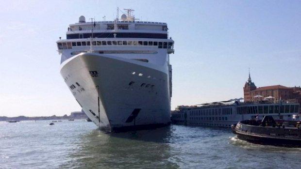 Cruiseschip ramt toeristenboot in Venetië: 'Wegwezen, wegwezen!'