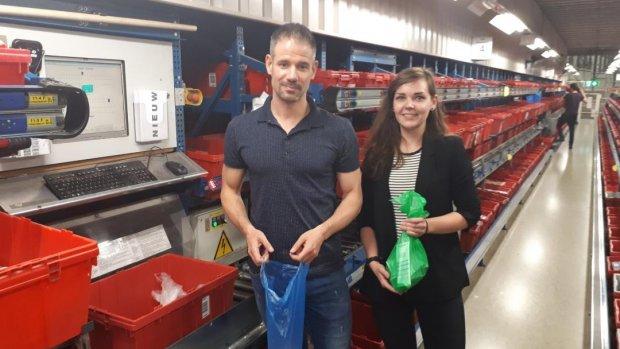 Dankzij vakkenvuller Katja (21) bespaart Kruidvat 1 miljoen plastic zakjes