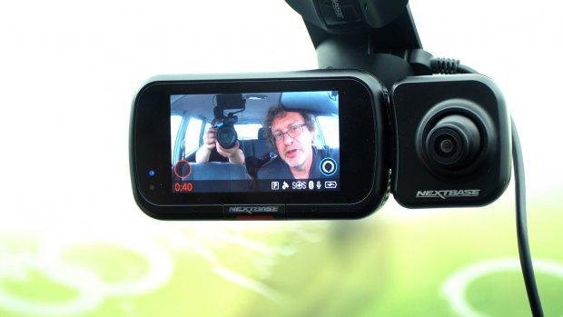 Getest: deze dashcam filmt op de weg, maar ook in de auto