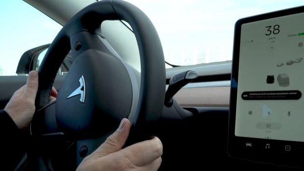 Tesla gaat YouTube toevoegen aan touchscreen in auto