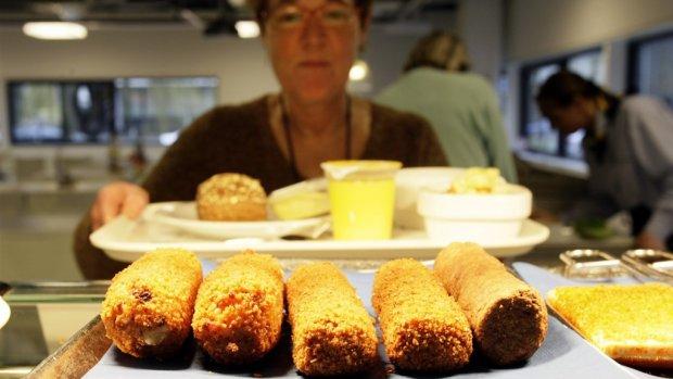 Bammetje mee: lunch in de kantine flink duurder geworden