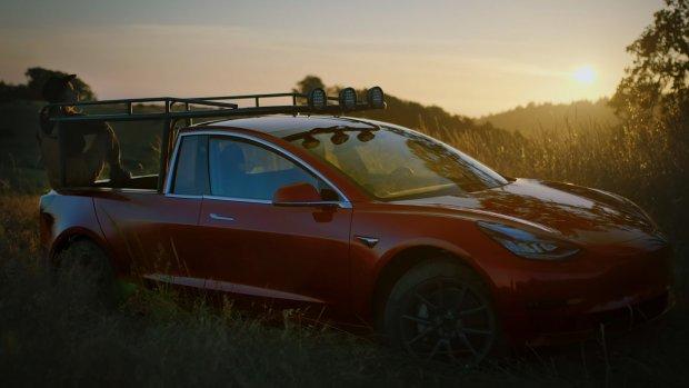 'Queen of shitty robots' bouwt Tesla om tot pick-uptruck