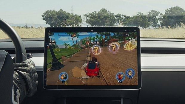 Tesla laat chauffeurs gamen met autostuur als controller