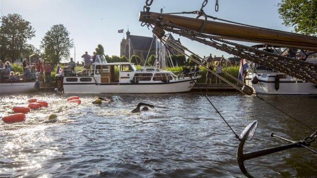 Over de helft:  Maarten van der Weijden op weg naar Harlingen