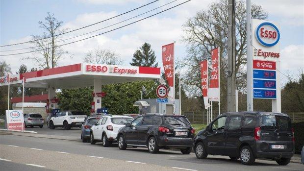 Goedkoop tanken op vakantie? Ga even de snelweg af