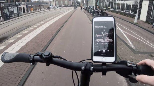 Verkoop telefoonhouders voor fiets explodeert na appverbod