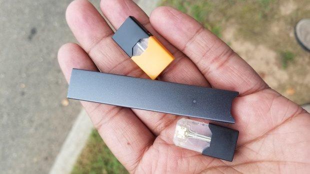 Baas e-sigaretmaker Juul stapt op, bedrijf stopt met reclames