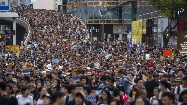 Opnieuw duizenden demonstranten de straat op in Hongkong