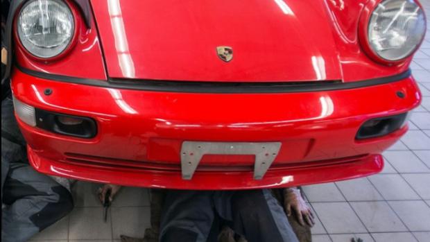 Sjoemelende directeur moet kosten Porsche terugbetalen