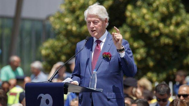 Trump en Clinton nemen afstand van aangeklaagde Epstein