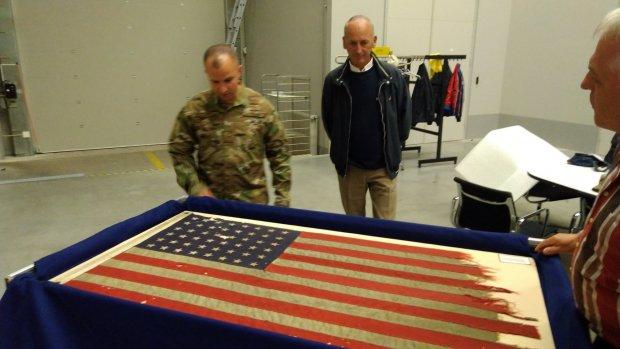 Hoe D-Day-vlag in het geheim van Soesterberg naar Amerika ging