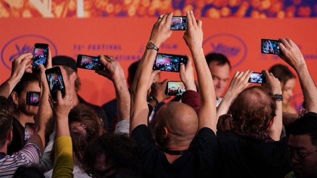 'Verkoop mobiele telefoons daalt dit jaar opnieuw'