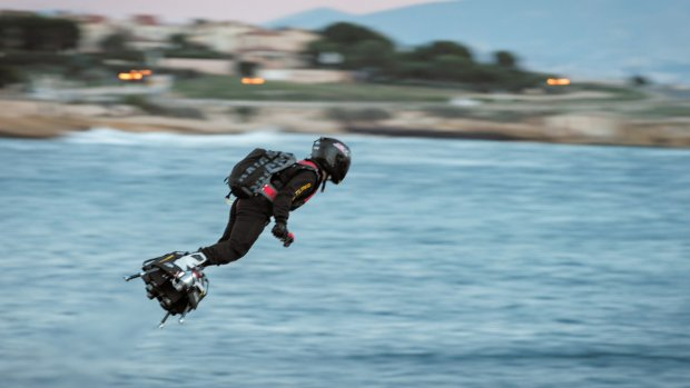 Fransman probeert met jetpack over het Kanaal te vliegen