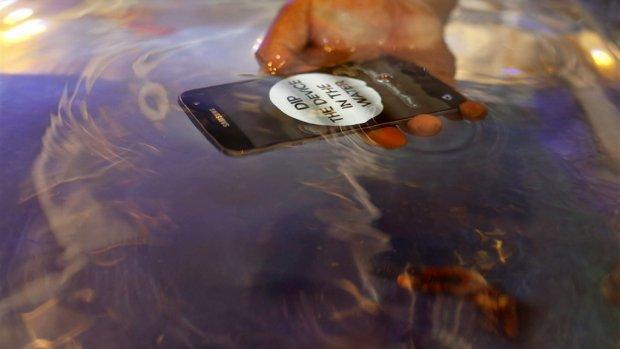 Waarom water riskant kan zijn voor je waterdichte telefoon