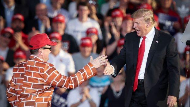 Trump mag alsnog 2,5 miljard dollar uitgeven aan grensmuur