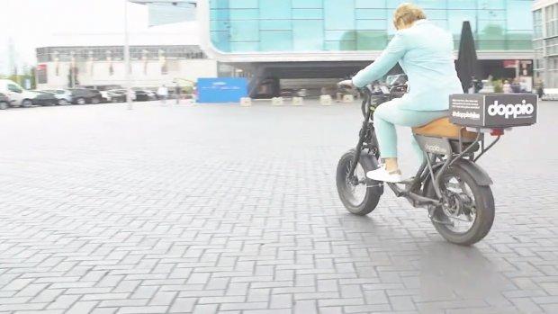 Deze tweezits e-bike is een alternatief voor de scooter
