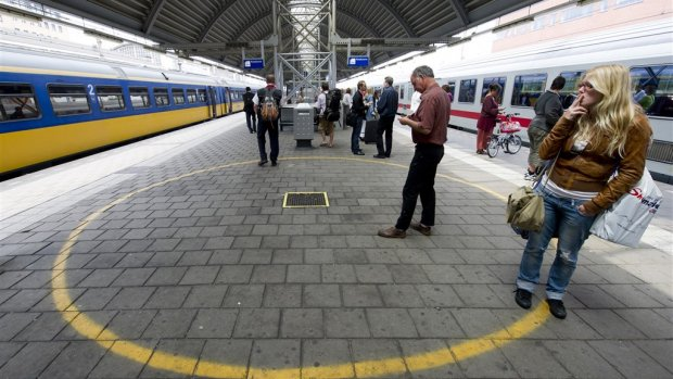 ProRail wil alle stations helemaal rookvrij maken