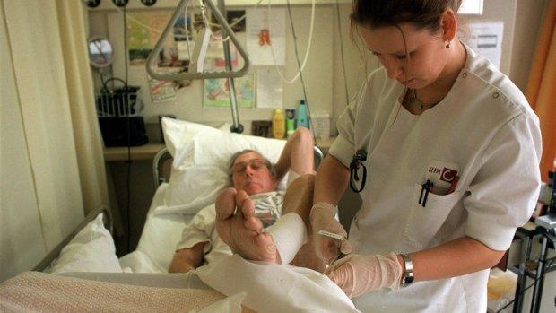 Zomerstress bij verpleegkundigen: 'Patiënten wassen zichzelf'
