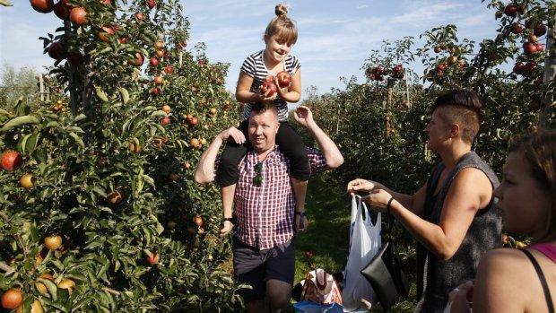 Minister Schouten de boer op om streekproducten te promoten
