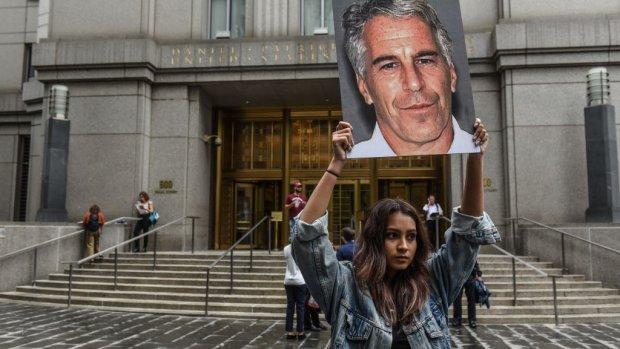 Epstein verborg zijn fortuin 2 dagen voor zelfmoord in trust
