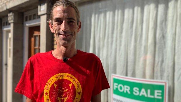 Tim verkoopt zijn huis voor dertig bitcoins