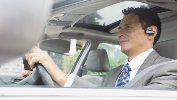 Britten willen ook handsfree telefoongebruik in auto beboeten