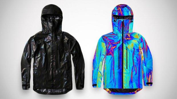 Deze jas past zijn kleur steeds aan de omgeving aan