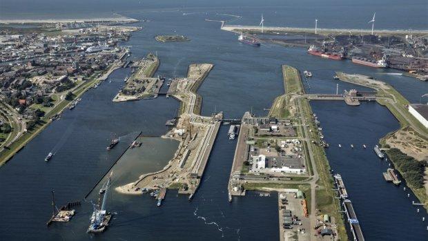 Bloeden nog niet gestelpt: zeesluis weer duurder voor bouwer BAM
