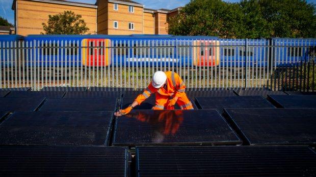 Britse treinmaatschappij test spoor op zonne-energie