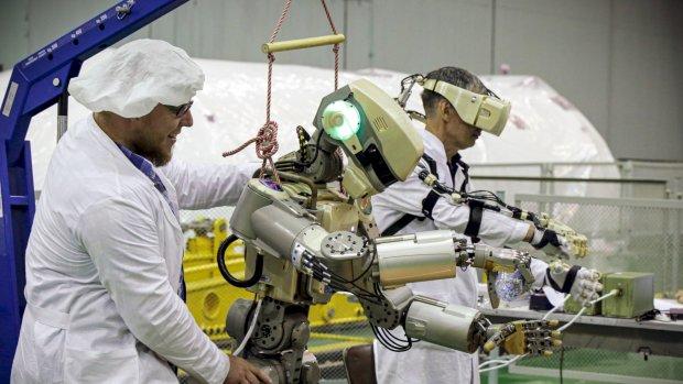 Russische robot Fjodor niet meer de ruimte in: teveel benen