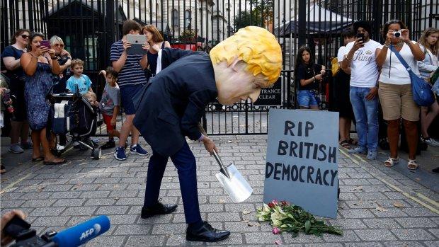 Johnson stuurt parlement naar huis: zes vragen over deze controversiële stap