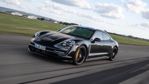 Porsche onthult elektrische sportwagen Taycan
