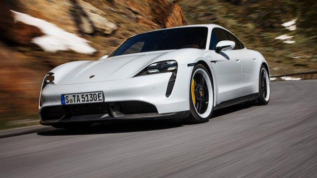 Elektrische Porsche Taycan kost ruim anderhalve ton
