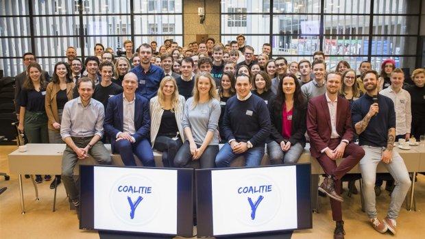 Coalitie-Y overhandigt manifest aan Rutte