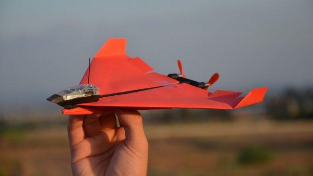 Met app bestuurbaar papieren vliegtuigje weer hit op Kickstarter