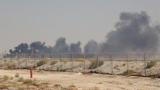 Ruwe olieprijzen exploderen na aanval op olievelden