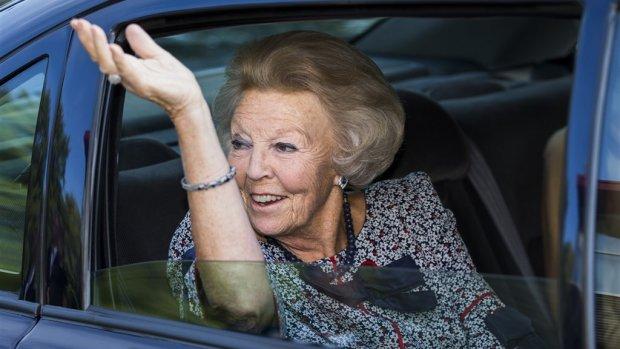 Voor miljoenen gepensioneerden dreigt korting, maar Beatrix casht