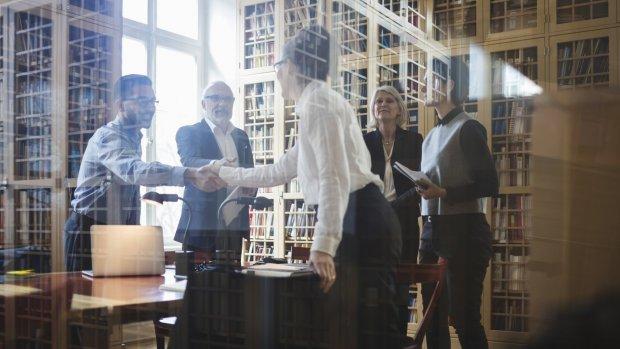 Bedrijven, hiermee zet je de oogkleppen voor vrouwelijk talent af