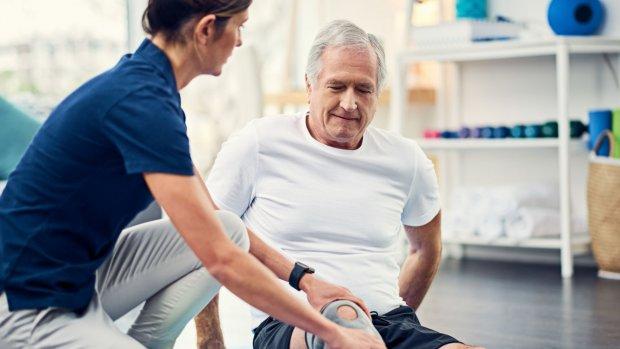 Deze fysiotherapeut laat de zaken steeds harder lopen