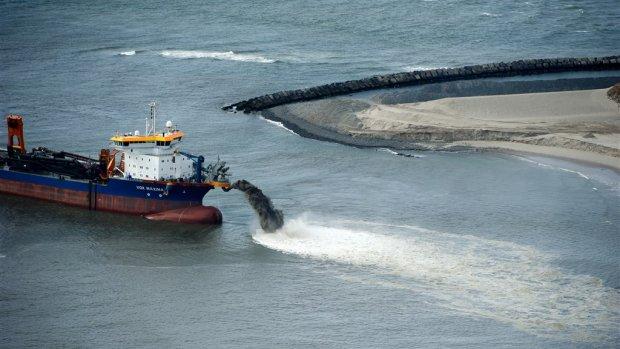 NHG wordt goedkoper | Schiphol in zee?