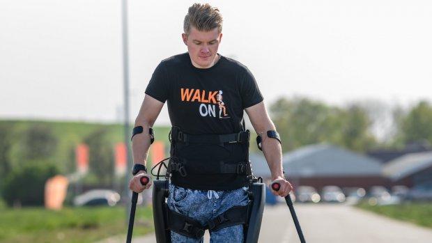 Dennie kon nooit meer lopen, maar legde zich er niet bij neer