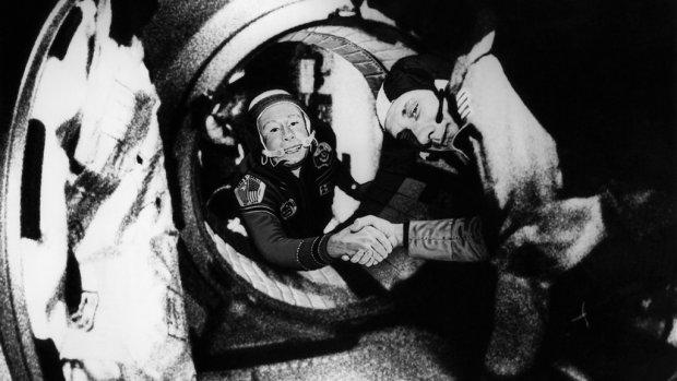 Ruimtevaartheld overleden: eerste mens die ruimtewandeling maakte
